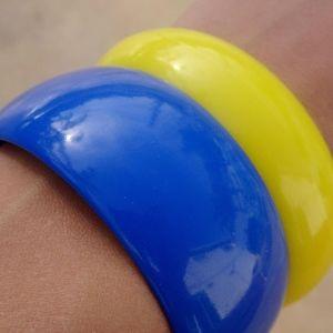 Jewelry - Big Plastic Blue & Yellow Bangle Bracelet Set